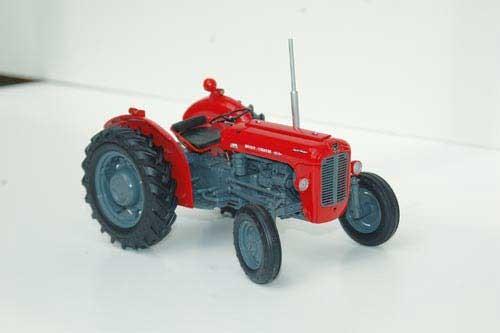 Massey Ferguson 35X Modell von Universal Hobbies 1:16