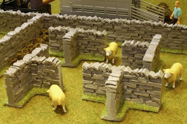 Steinmauer-T-Stück (4er Pack) Modell von Brushwood Toys 1:32