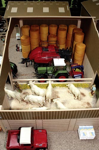Scheune mit kleinem Stall Modell von Brushwood Toys 1:32