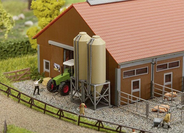 Futtermittelsilos (ohne Gebäude und Zubehör) Modell von Gebr. Faller 1:160