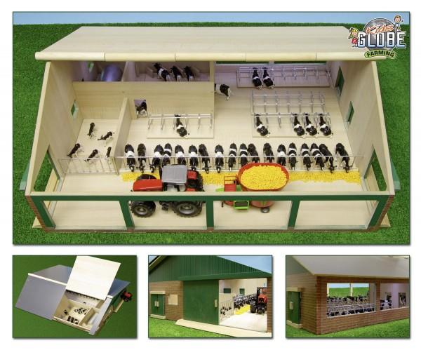 Kuhstall aus Holz mit Melkstand und Liegeboxen Modell von Kids Globe 1:32