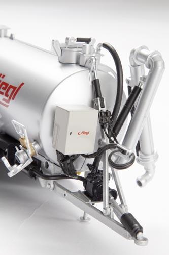 Fliegl Güllefass VFW 18.000 L Profiline Tandem mit Güllegrubber GUG 6 m Modell von WIKING 1:32