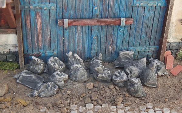Müllsäcke schwarz 20 Stück lose Modell von Juweela 1:35