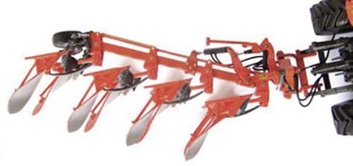 Kubota RM2005V Anbaudrehpflug Modell von Universal Hobbies 1:32