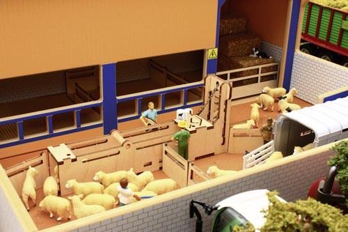 Schafstall mit Sortierplatz Modell von Brushwood Toys 1:32
