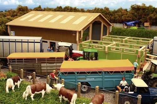 Viehauktionshalle mit 4 Außenboxen Modell von Brushwood Toys 1:32