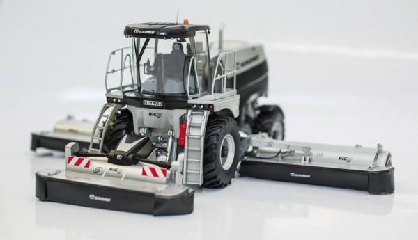 Krone Big M 450 schwarz-silber Modell von ROS 1:32