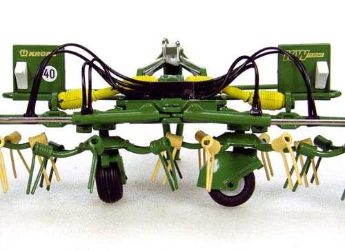 Krone KW 15.02/14T Kreiselheuer Modell von Universal Hobbies 1:32