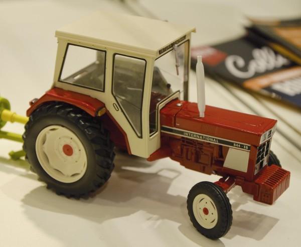 IHC 844 SB 2WD Modell von Replicagri 1:32