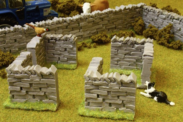 Steinmauer-Ecken (4er Pack) Modell von Brushwood Toys 1:32