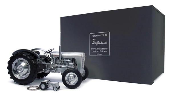 Ferguson TO35 (USA) silbermetallic mit Schlüsselanhänger in einer Luxus-Box Modell von Universal Hob