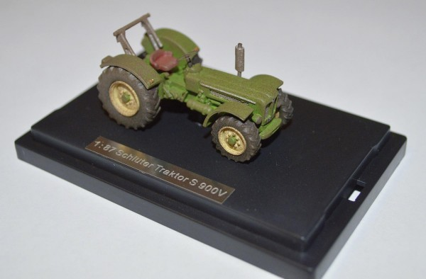 Schlüter Traktor S 900 V (grün) gealtert Modell von NPE Modellbau 1:87
